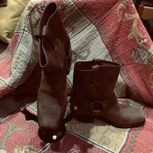Frye 8r harness boots almost new, 8 Tan